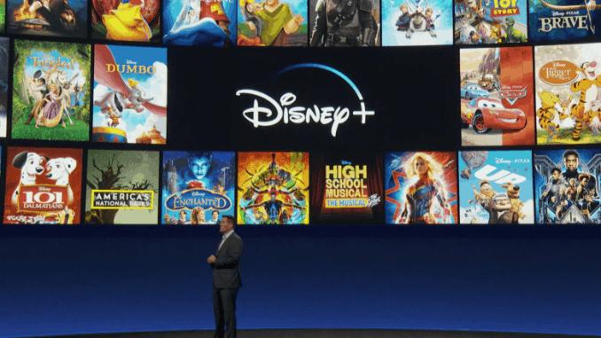 Foto från presentation av Disney+. Det breda utbudet exemplifieras på en skärm bakom en presentatör