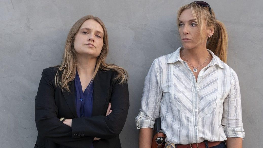 """Toni Collette och Merritt Wever i """"Unbelievable""""."""