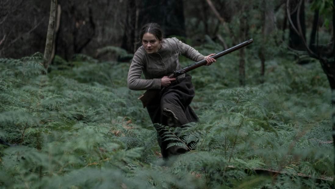 Aisling Franciosi i rollen som Clare i The Nightingale