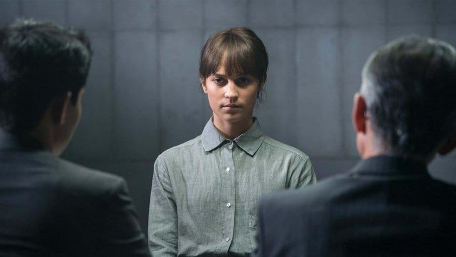 """Alicia Vikander i """"Earthquake Bird""""."""