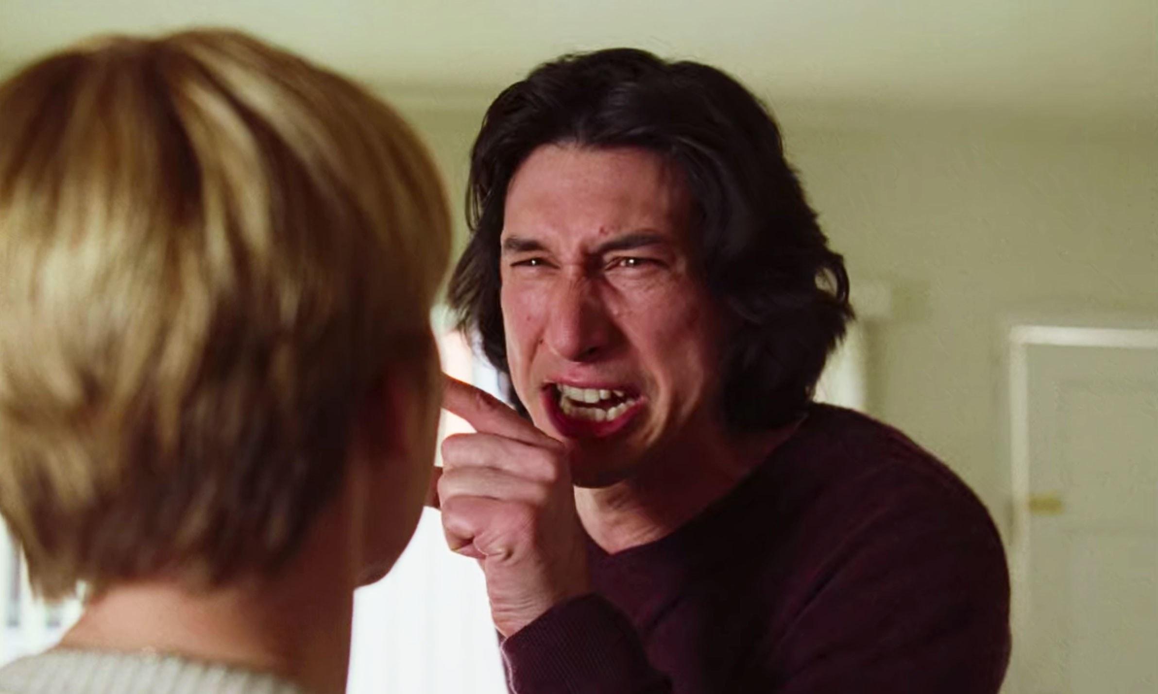 Adam Driver förtjänar nästan en Osarsnominering för rödheten i sitt ansikte i den här scenen i Marriage Story. Foto: Netflix.