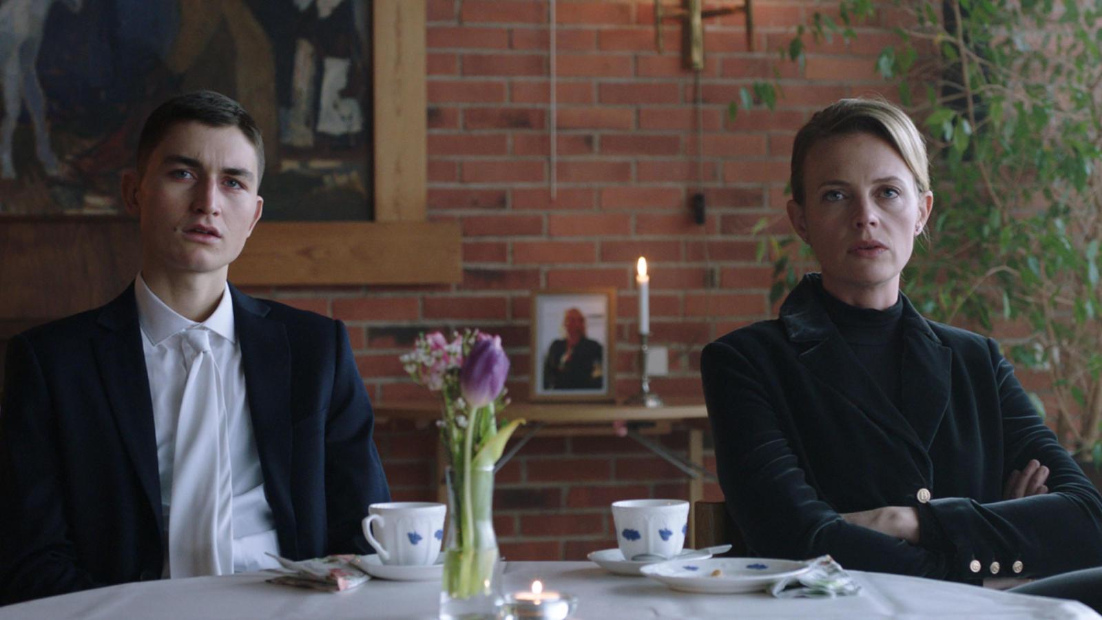 """Gustav Lindh och Josephine Bornebusch i """"Älska mig"""" säsong 2."""