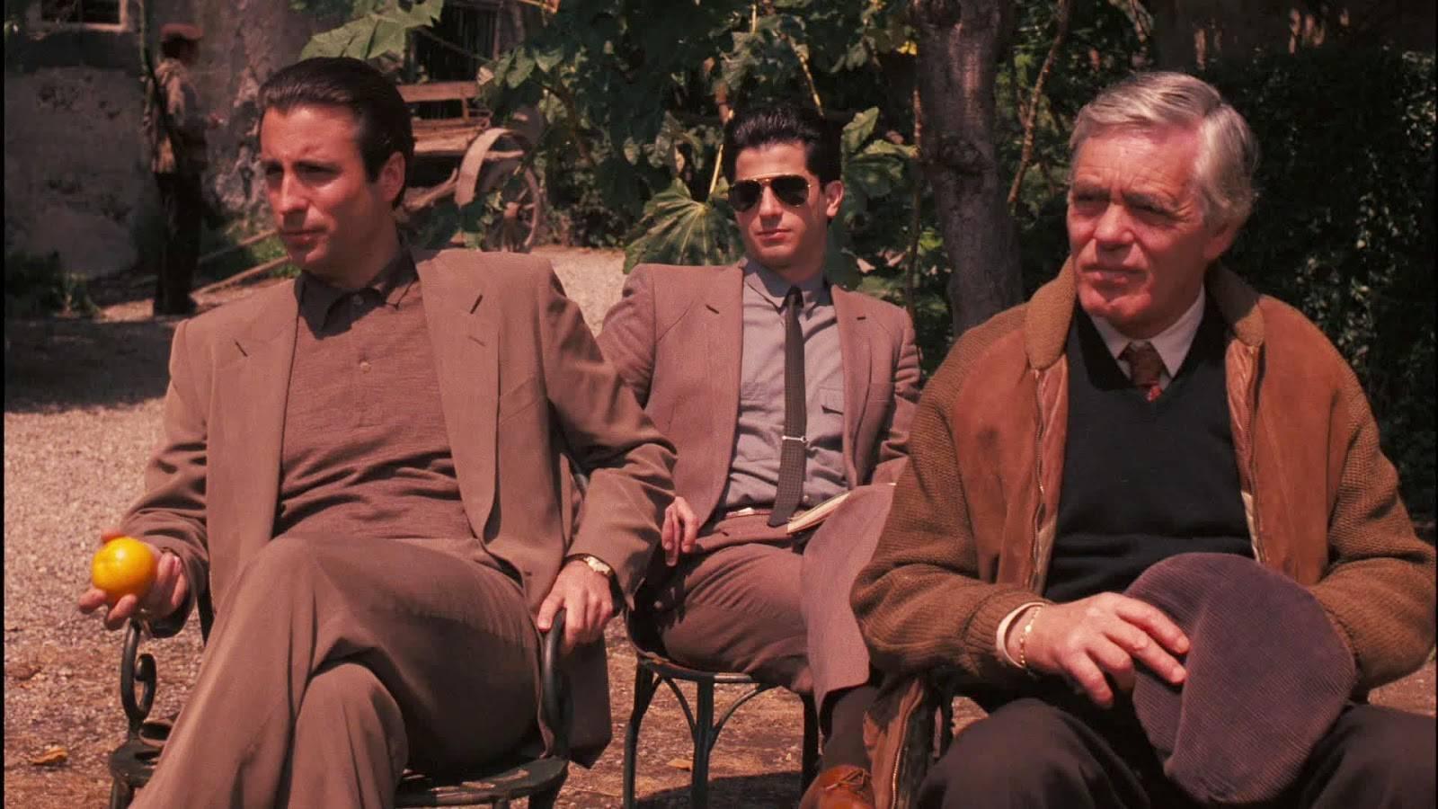 Andy Garcia (till vänster) som Vincent Mancini.