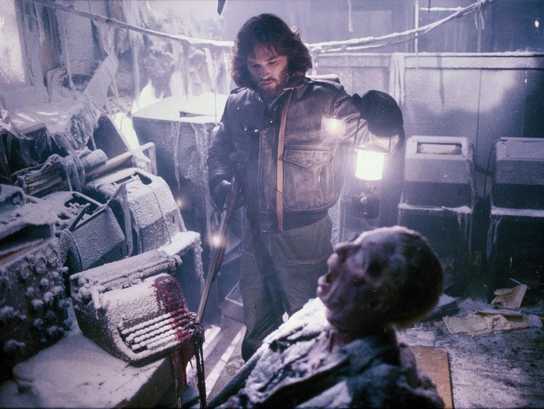 Det är kallt, mörkt och allmänt ruggigt. Sedan kommer ett utomjordisk monster också. Foto: Universal Pictures.