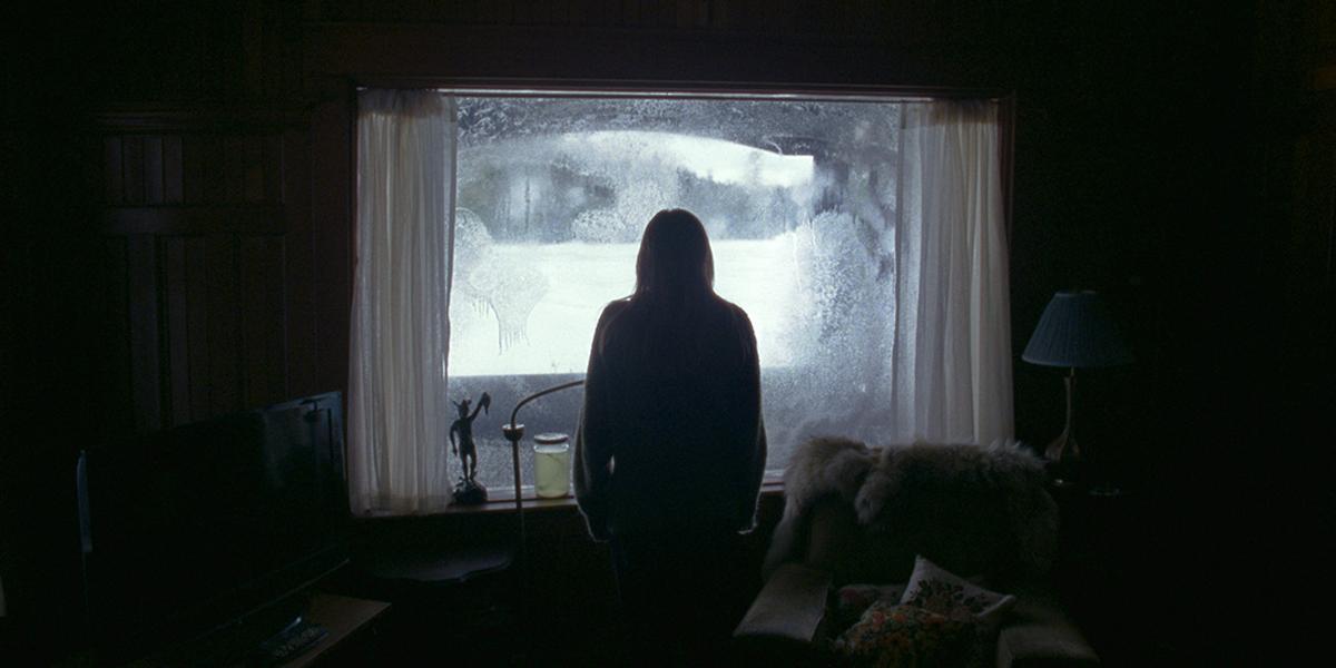 """Stillbild ur """"The Lodge"""" (2020)."""
