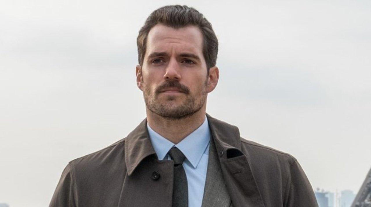 """Henry Cavill har verkligen en JÄTTEFIN mustasch i """"Fallout""""."""