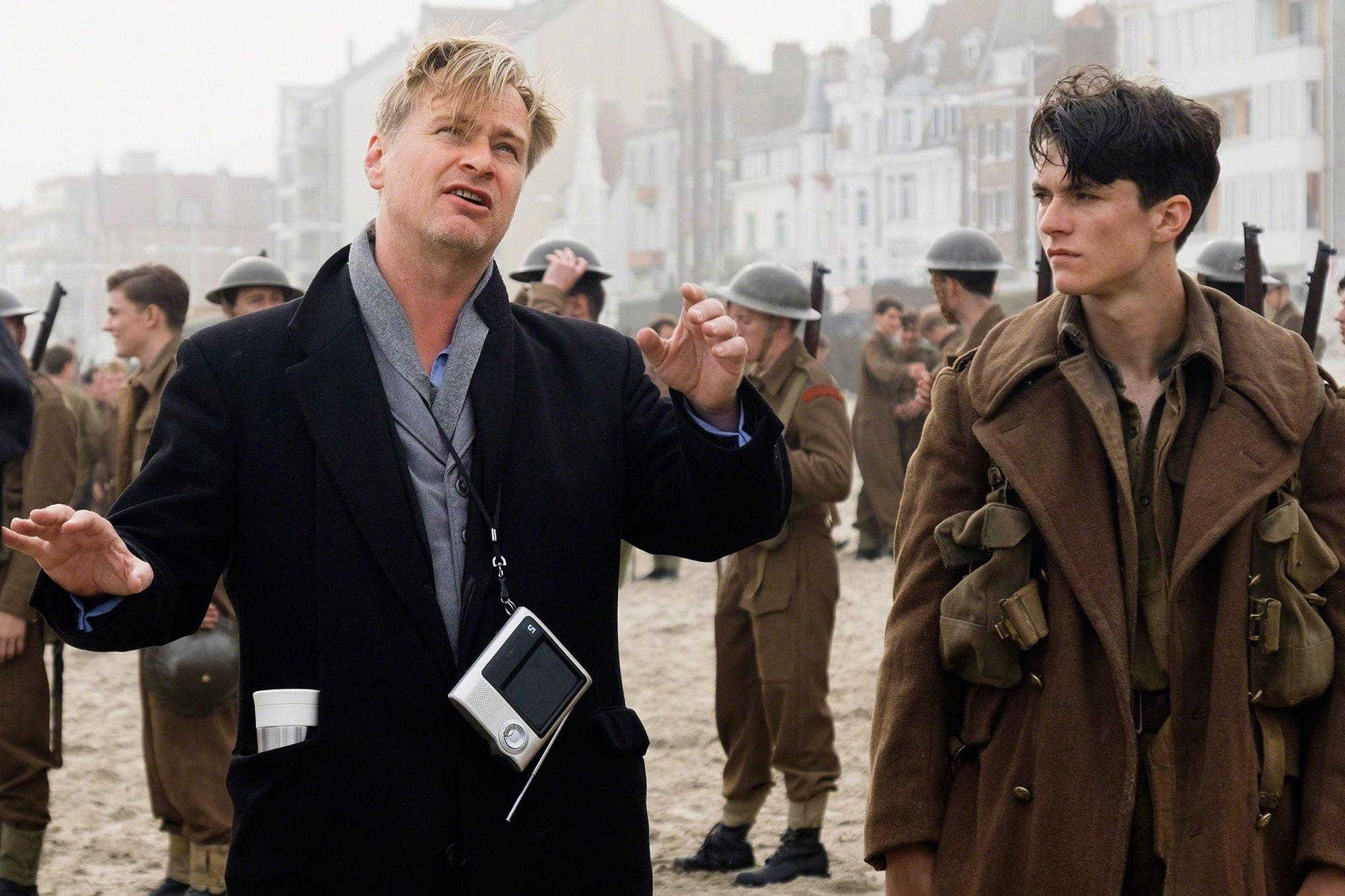 """Christopher Nolan under inspelningen av """"Dunkirk""""."""