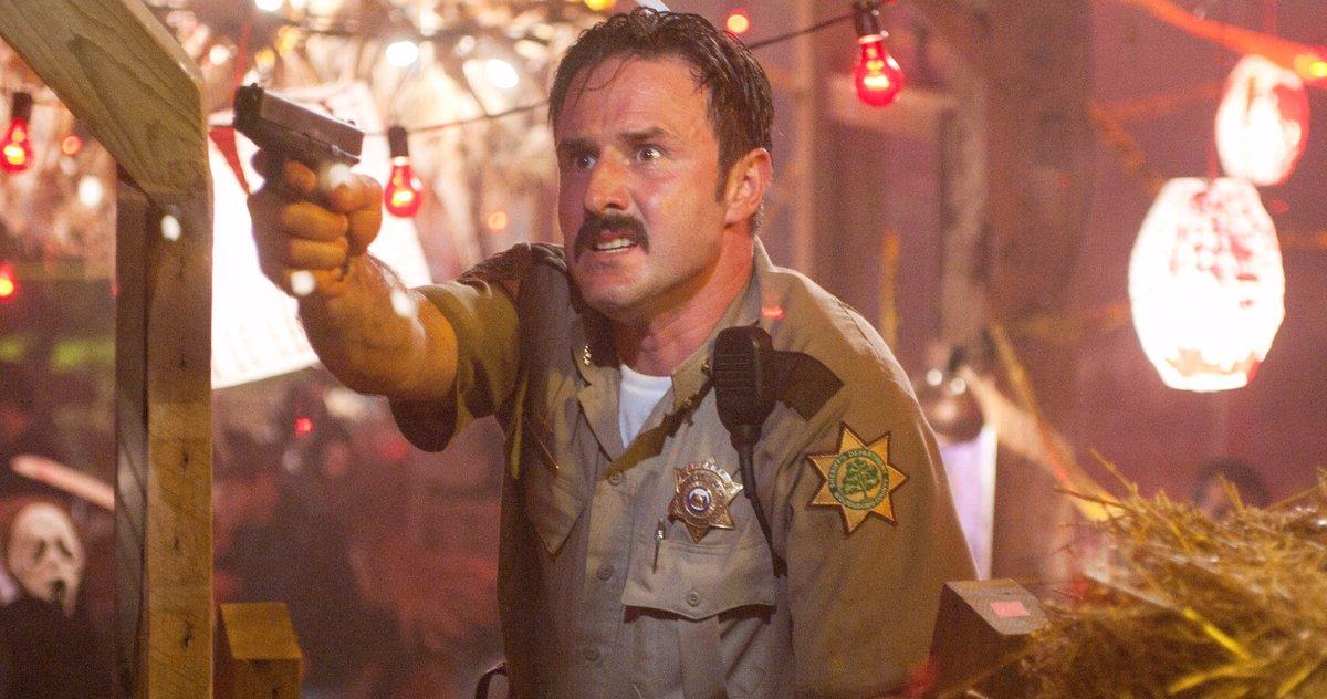 David Arquette som Dewey.