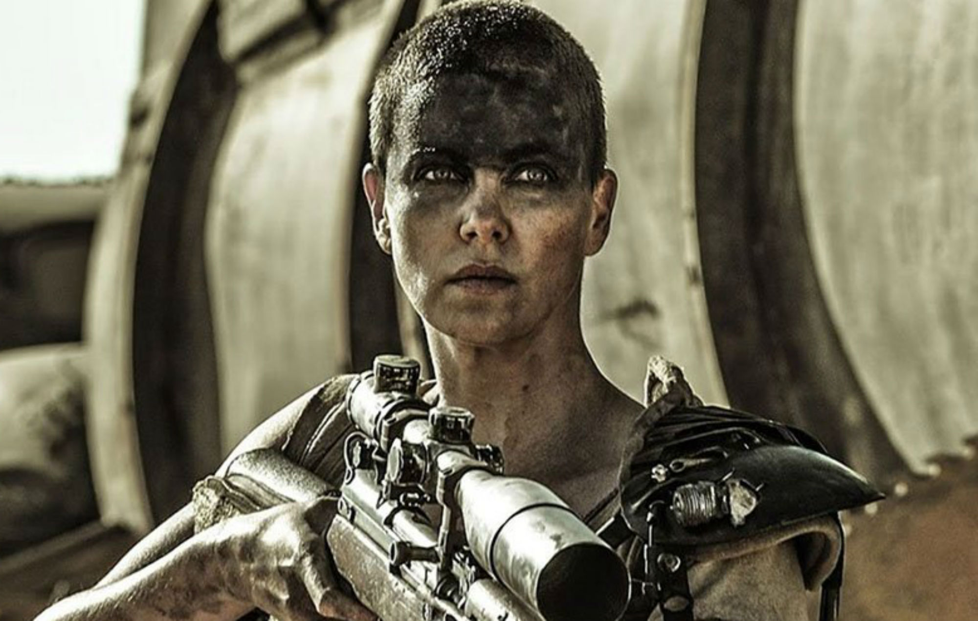 Charlize Theron som Furiosa i Mad Max: Fury Road. Foto: Warner Bros. Pictures.