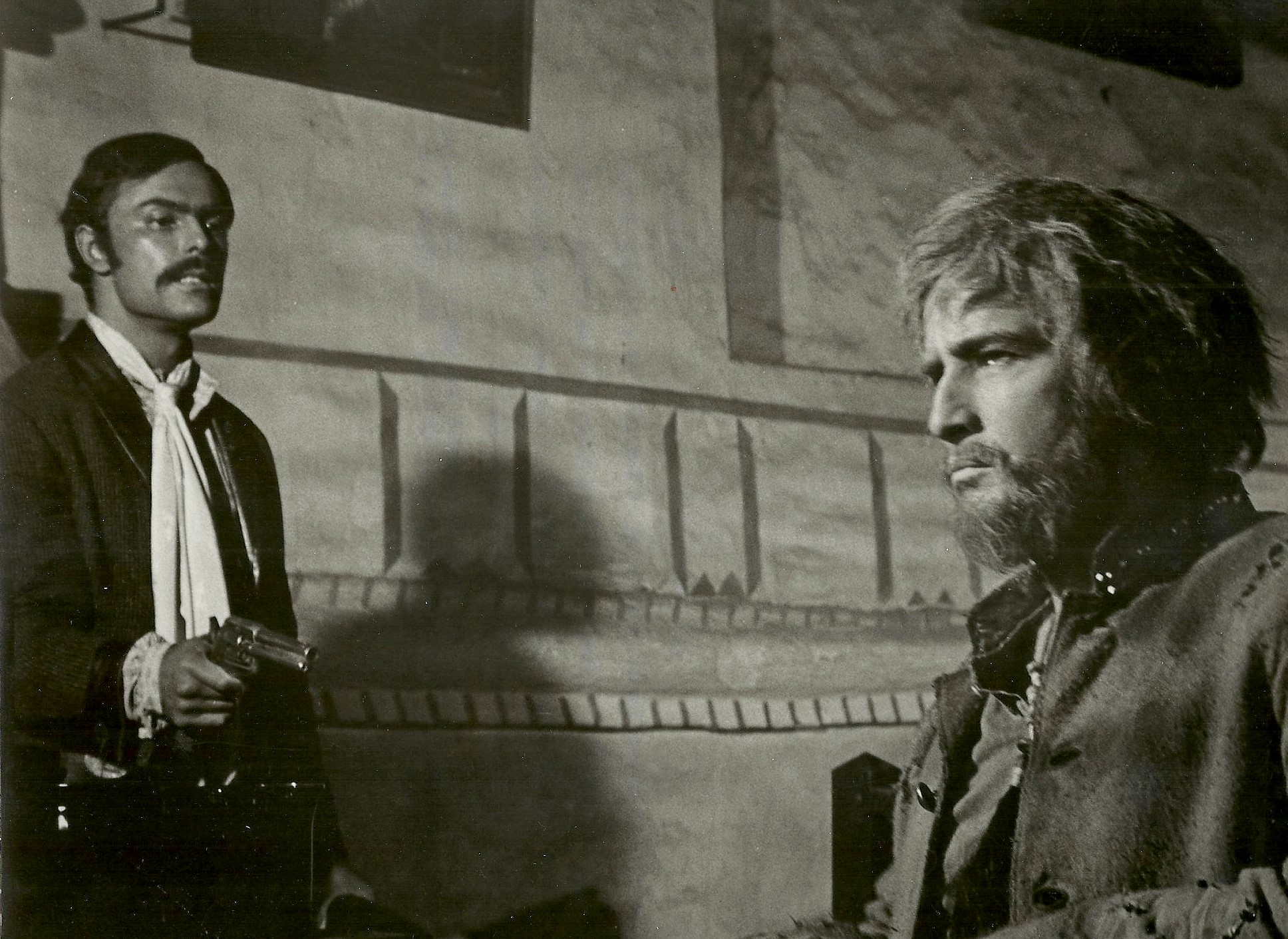 John Saxon och Marlon Brando i The Appaloosa.