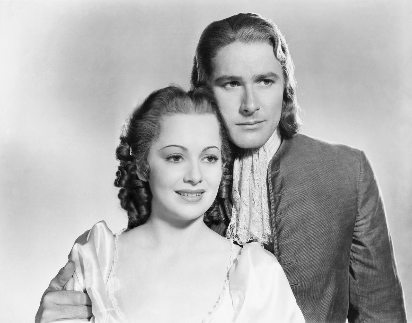 Olivia de Havilland och Errol Flynn i Kapten Blod.