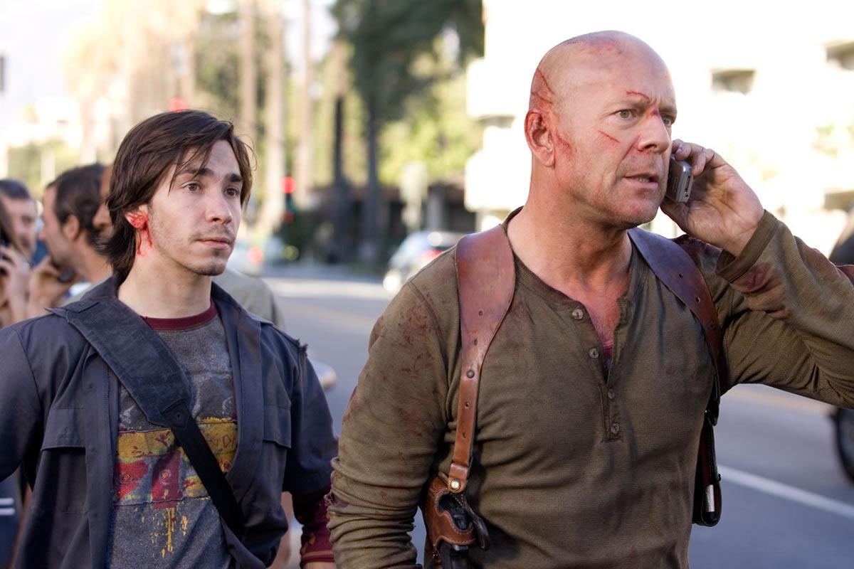 Justin Long och Bruce Willis i Die Hard 4.0