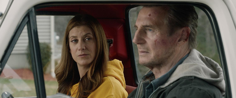 Kate Walsh och Liam Neeson i Honest Thief.