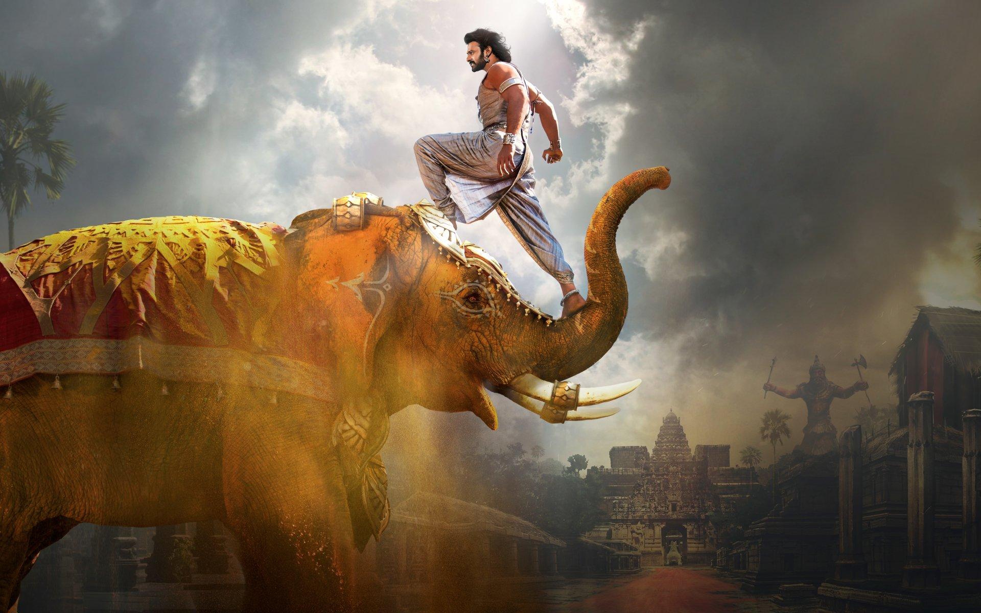 Huvudrollen i Bahuubali på en elefant