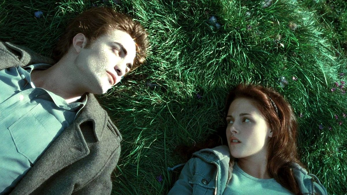"""""""Det är så att jag vill äta upp dig"""", både tänker och säger Edward. Foto: Summit Entertainment."""