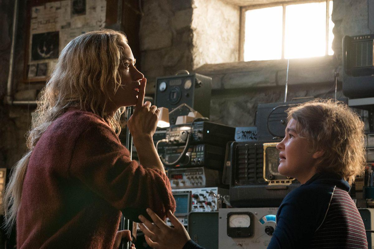 "Emily Blunt och Millicent Simmonds i ""A Quiet Place""."