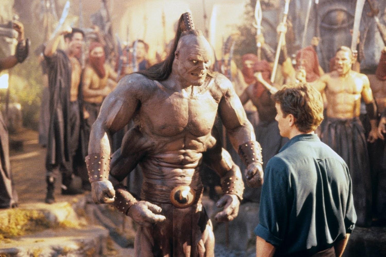 Johnny Cage möter Goro. Det är vid såna här tillfällen det är bra att ha något tufft att säga. Foto: New Line Cinema.