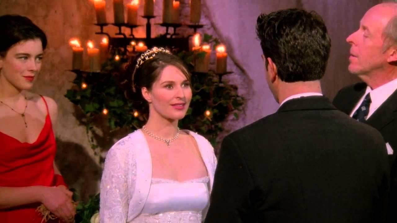 """Ögonblicket innan Ross säger """"Rachel"""". Situationen kommer snart bli en smula obekväm. Foto: Netflix."""