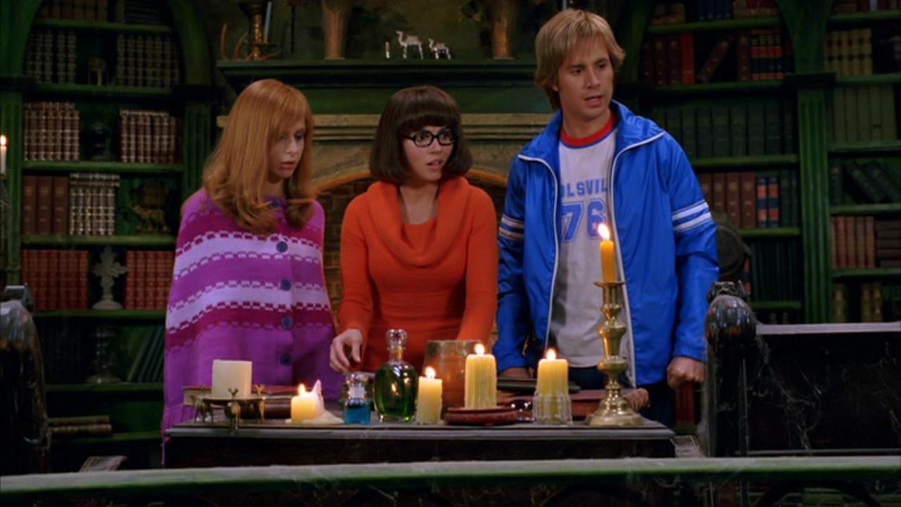 """Sarah Michelle Geller, Linda Cardellini och Freddie Prinze Jr. i """"Scooby-Doo 2: Monstren är lösa""""."""