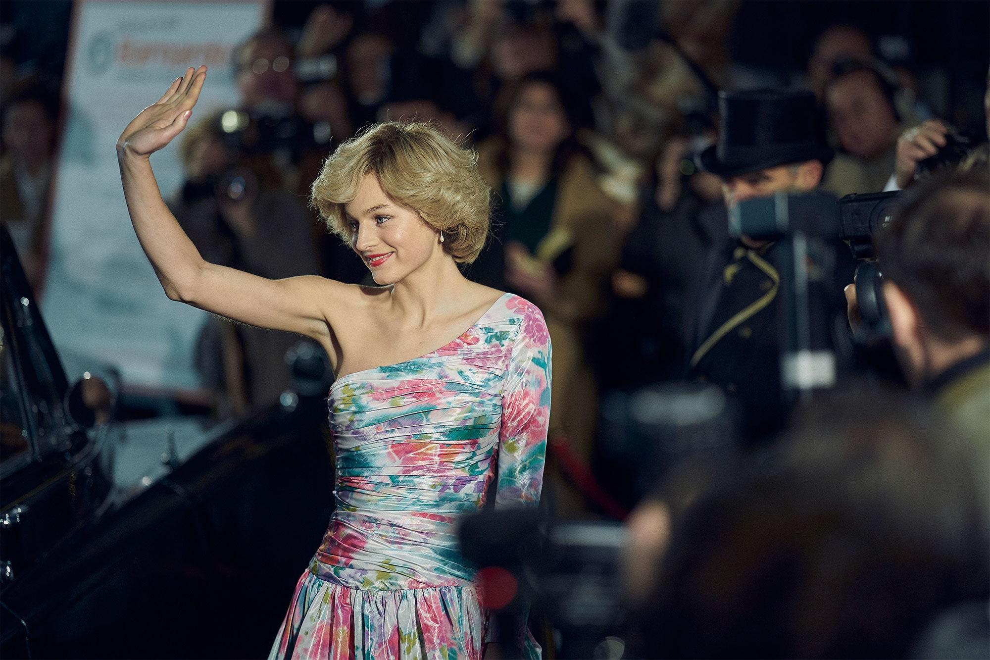 """Sett till att Olivia Colman redan vunnit en Golden Globe för """"The Crown"""" tar seriens nya stjärna Emma Corrin årets pris."""