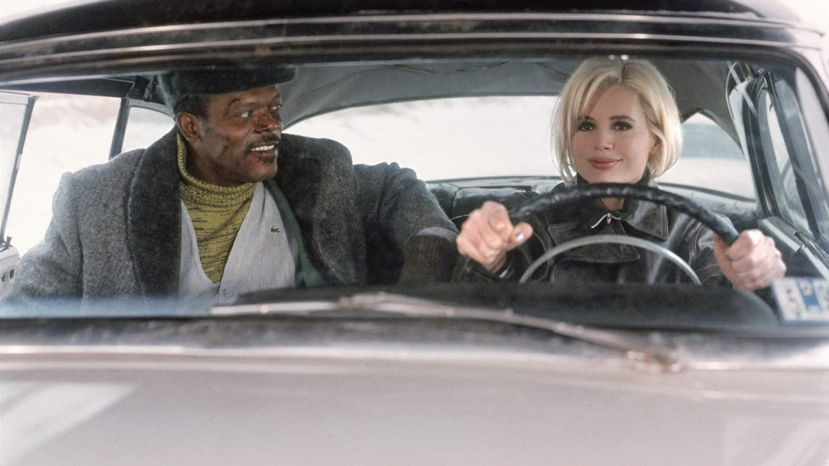 Sam (Geena Davis) blir bara snyggare och tuffare genom filmen. Henessey blir bara sjaskigare och sjaskigare. Foto: New Line Cinema.