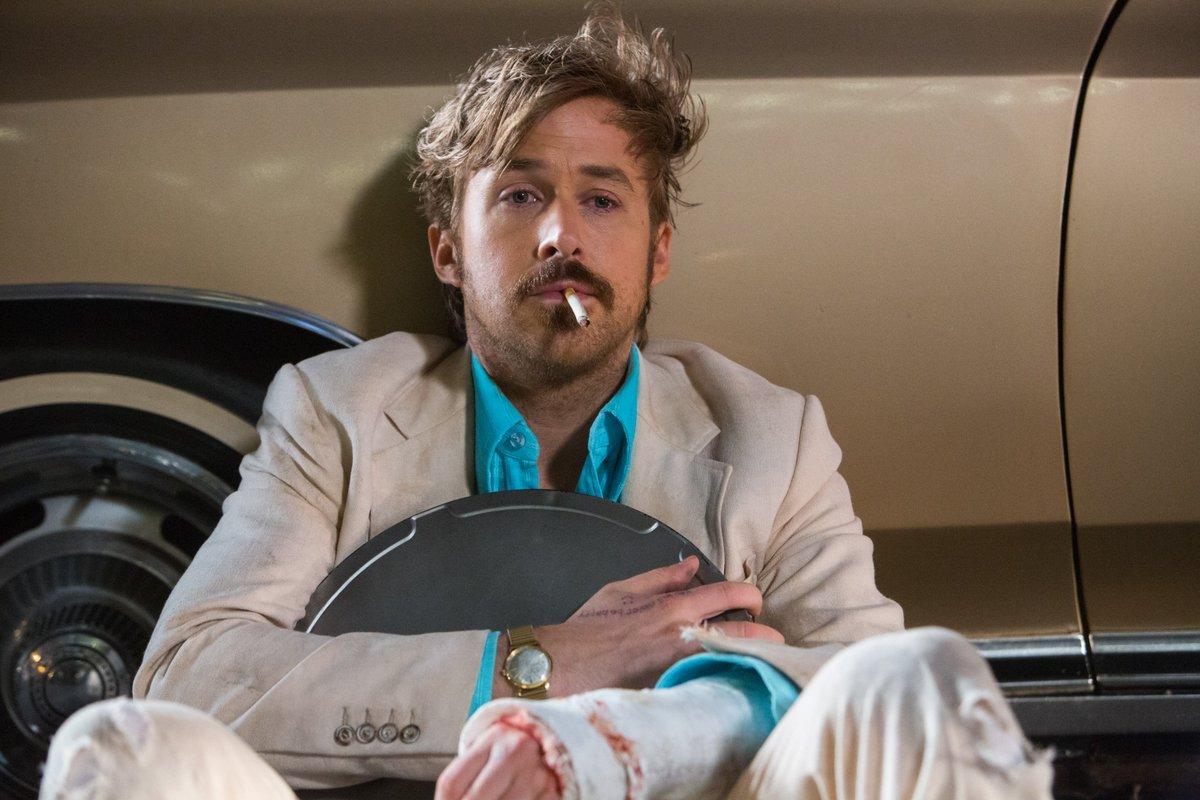 Ryan Gosling har nog aldrig spelat en sjaskigare och dummare karaktär än i The Nice Guys. Foto: Warner Bros. Pictures.