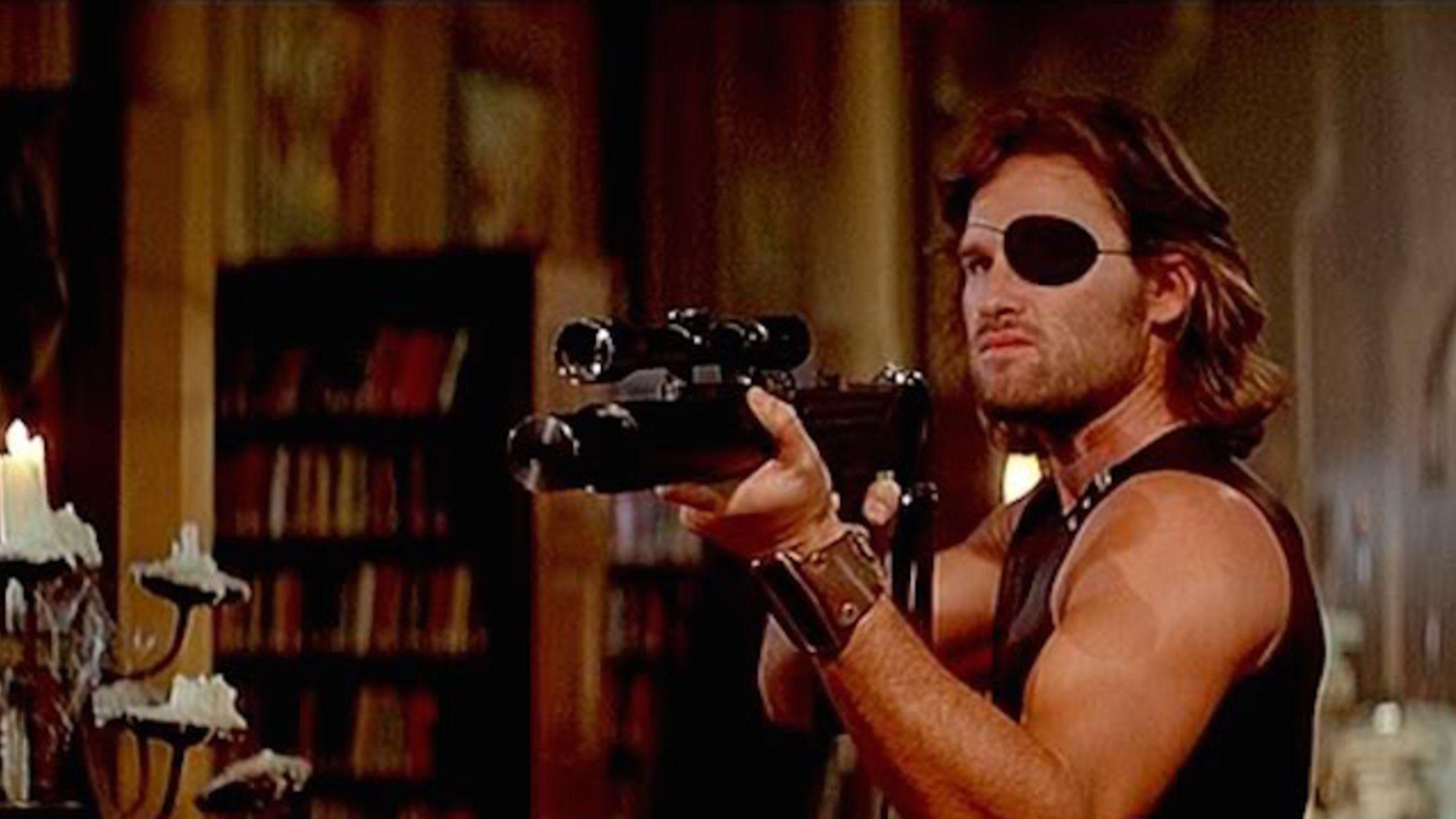 Snake Plissken (Kurt Russell) är antihjälten i Flykten från New York. Foto: AVCXO Embassy Pictures.