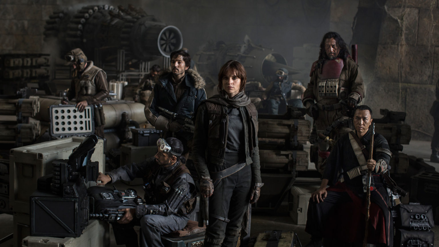 Så här sammanbitna var rebellerna i Rogue One, innan de ens fått uppleva att det fanns hopp. Foto: Walt Disney Studios Motion Pictures.
