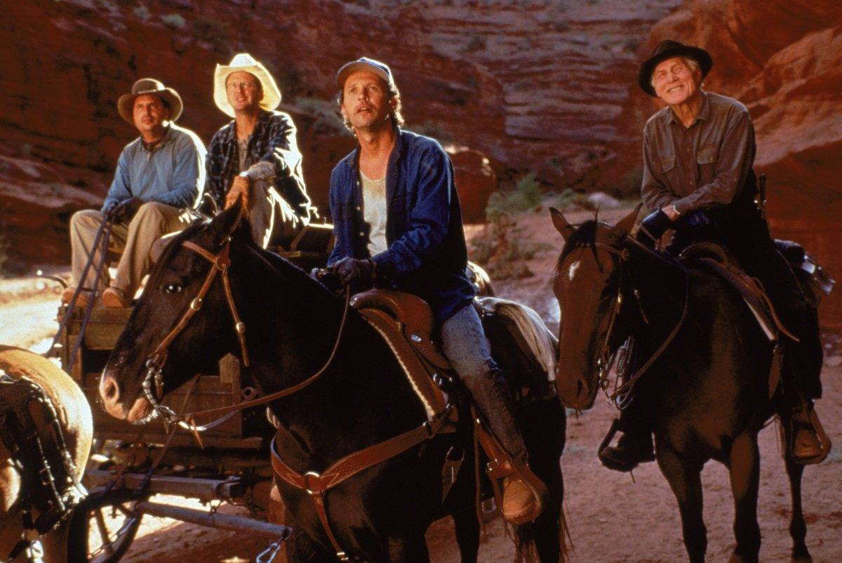 Flera män till häst i jakt på skatter