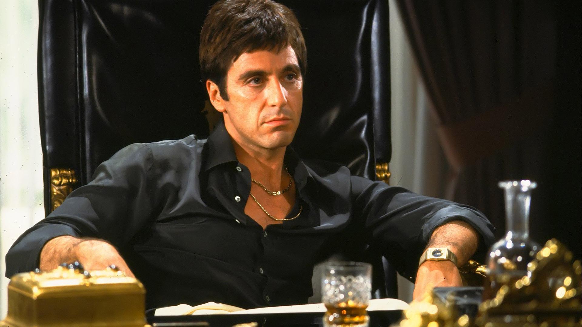 Al Pacino ser surmulen ut i Scarface
