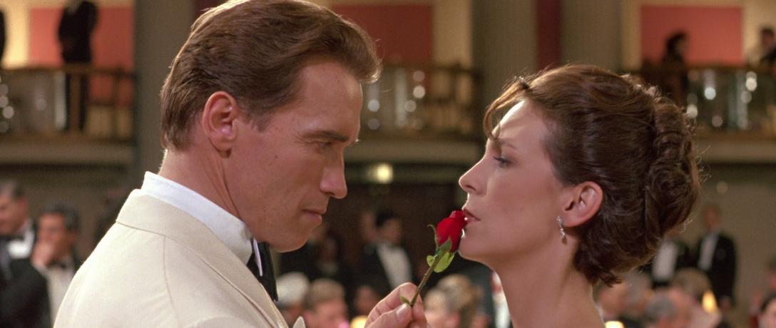 Arnold njuder upp till förförisk tango i True Lies