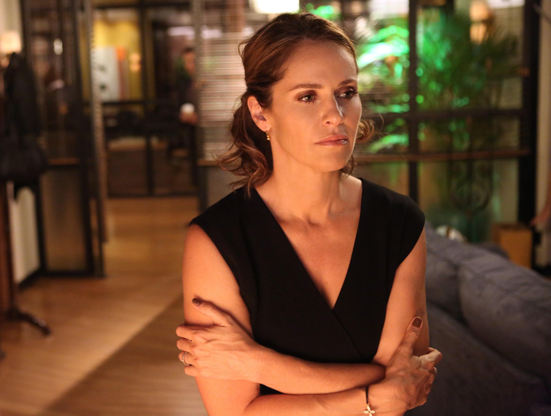 Vi kan alltid hoppas att Violet Turner (Amy Brenneman) i Private Practice funderar på ett karriärbyte här. Foto: Viaplay.