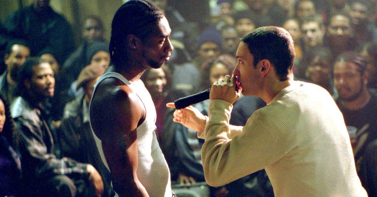 Två rappare på scen i så kallad rap battle