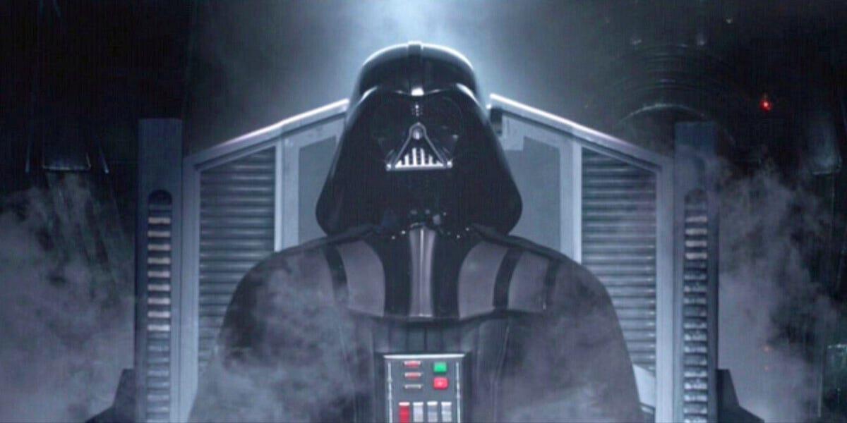 Anakin Skywalker dör inte. Men visst fan var det nära. Som ett resultat av en duell han förlorad, har alla hans lemmar ersatts av proteser, han kräver kontinuerlig behandling för sina brännskador och han kan bara andas med hjälp ev en respirator som är inbyggd i dräkten. Foto: Walt Disney Studios Motion Pictures.