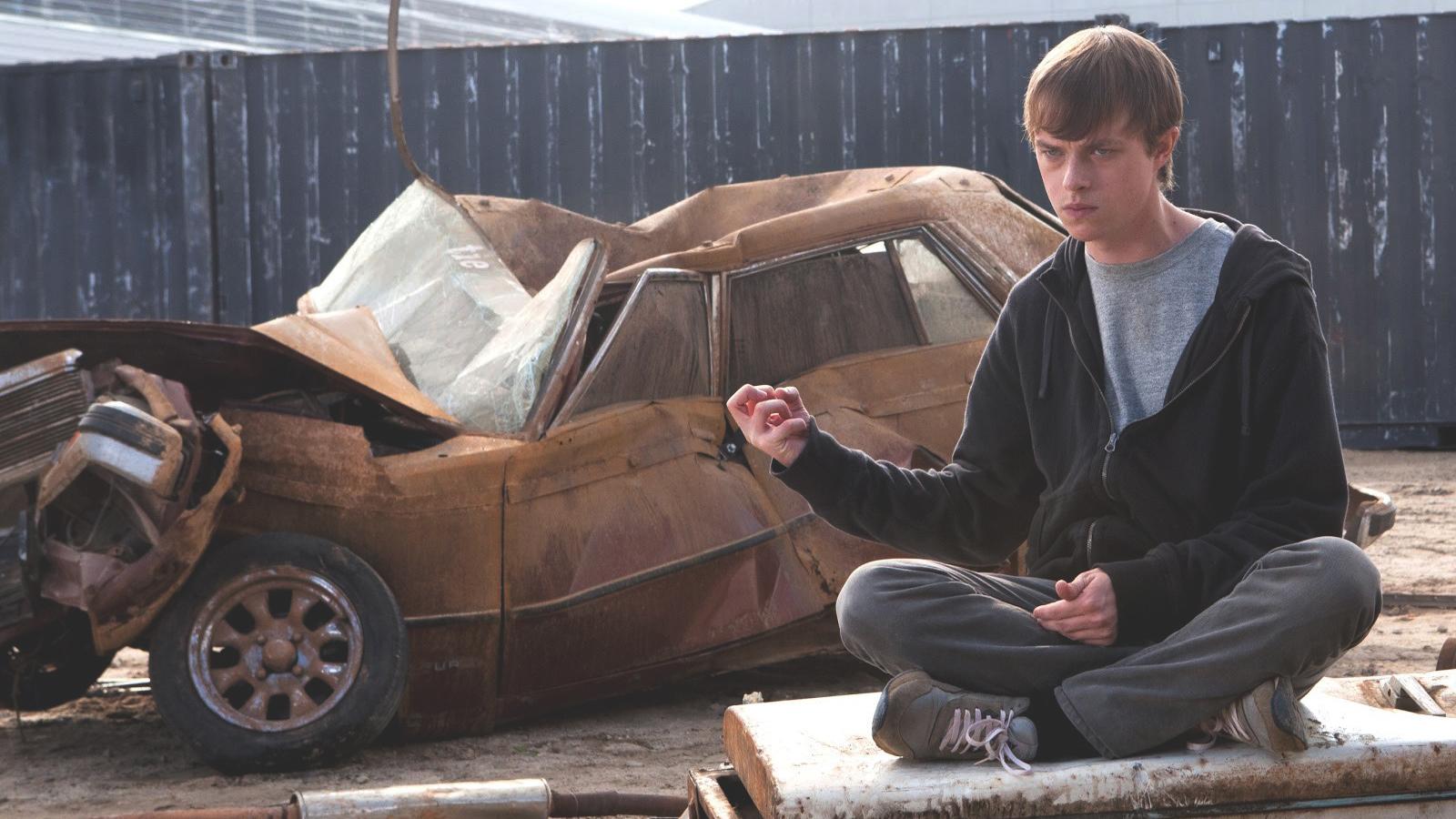 Andrew i filmen Chronicle krossar en bil med ren tankekraft