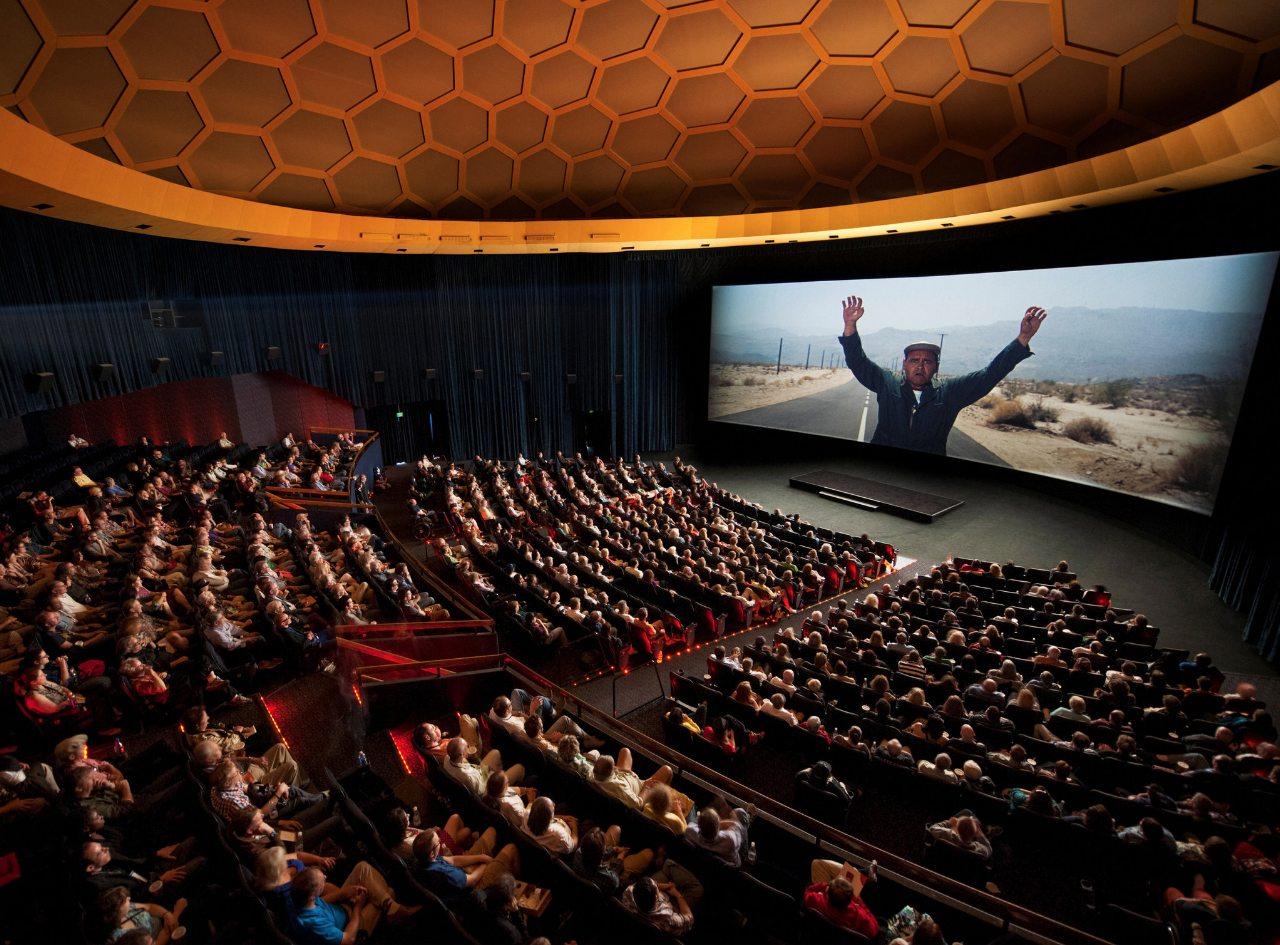 Insidan av klassiska Cinerama Dome