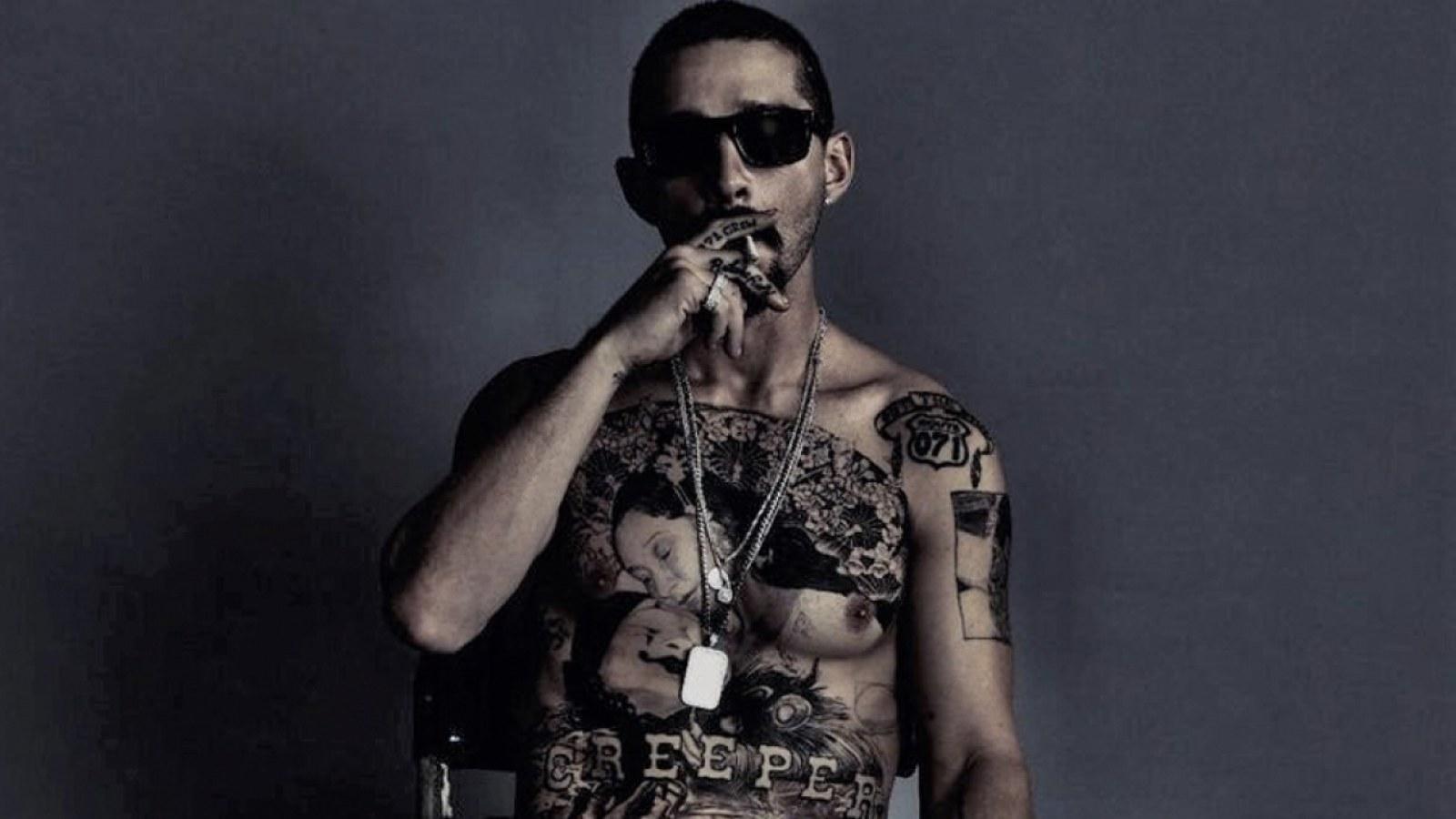 Publicitetsbild till The Tax Collector. I den färdigklippta filmen har han kostym på sig genom nästan hela filmen. Foto: RLJE Films.