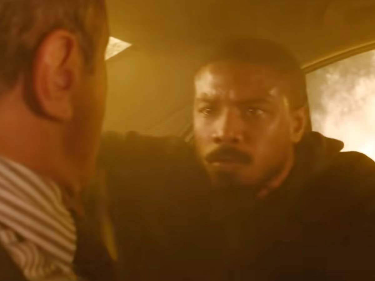 John Kelly (Michael B. Jordan) förhör en man i en brinnande bil. Foto: Amazon Prime.