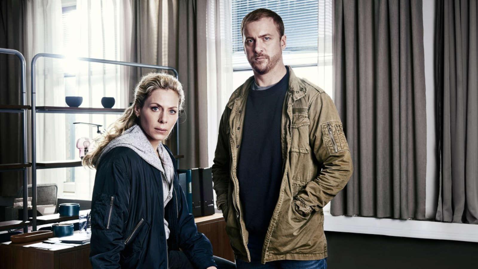 Eva Röse och Erik Johansson i Maria Wern