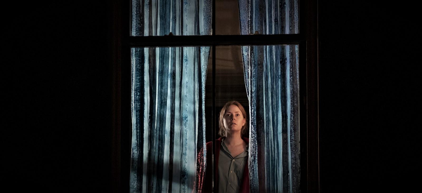 Amy Adams i Kvinnan i fönstret