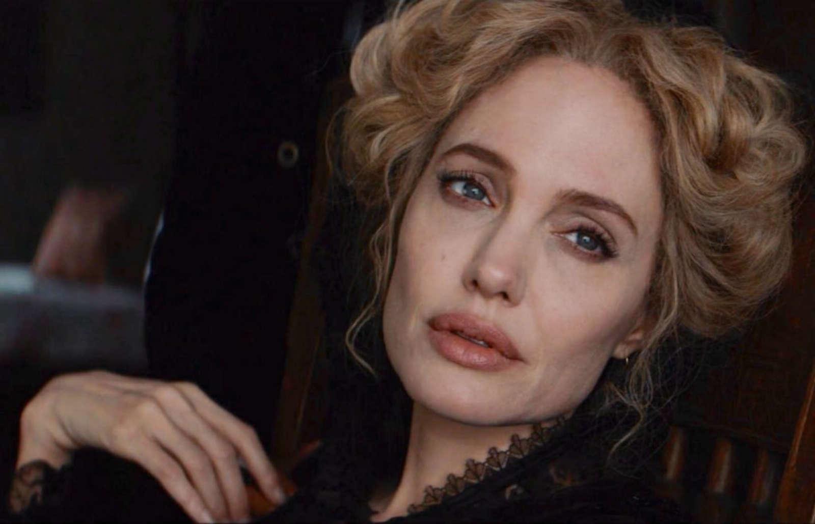 "Angelina Jolie är enastående i ""Come Away""."
