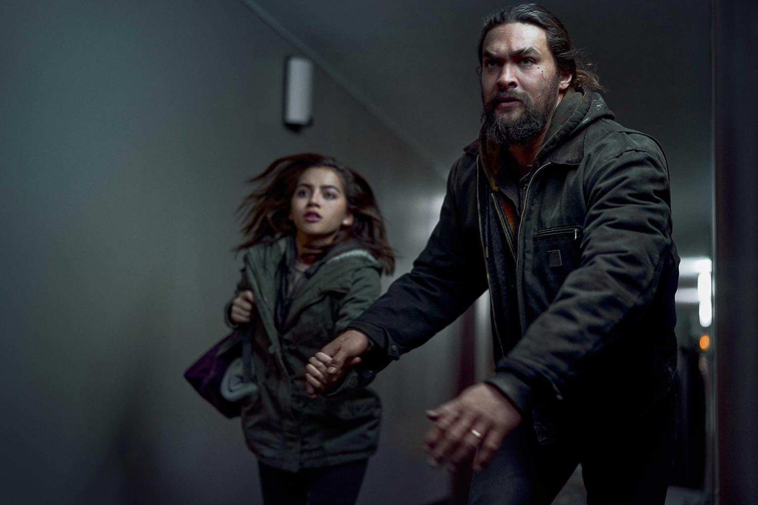 """I actionthrillern """"Sweet Girl"""" skyddar Jason Momoa sin dotter samtidigt som han slåss mot läkemedelsföretaget som stal ifrån honom hans fru. Foto: Netflix."""