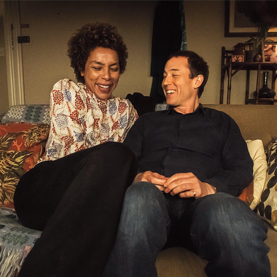 Sophie Okonedo och Tobias Menzies. Foto: Amazon Prime Video.